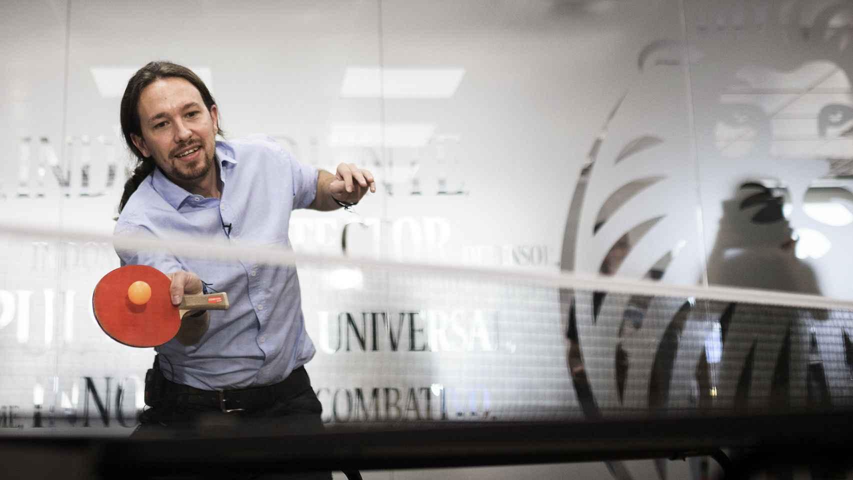 Pablo Iglesias va bien de derechas al ping-pong.