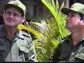 A la izquierda, el ministro de Interior saliente Aberlardo Colomé Ibarra. A la derecha, el nuevo ministro general Carlos Fernández Gondín.