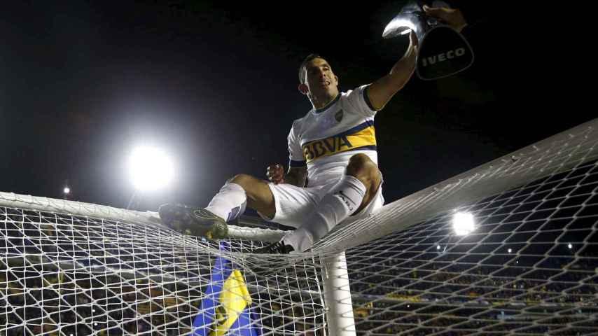'Carlitos' celebra el triunfo en La Bombonera