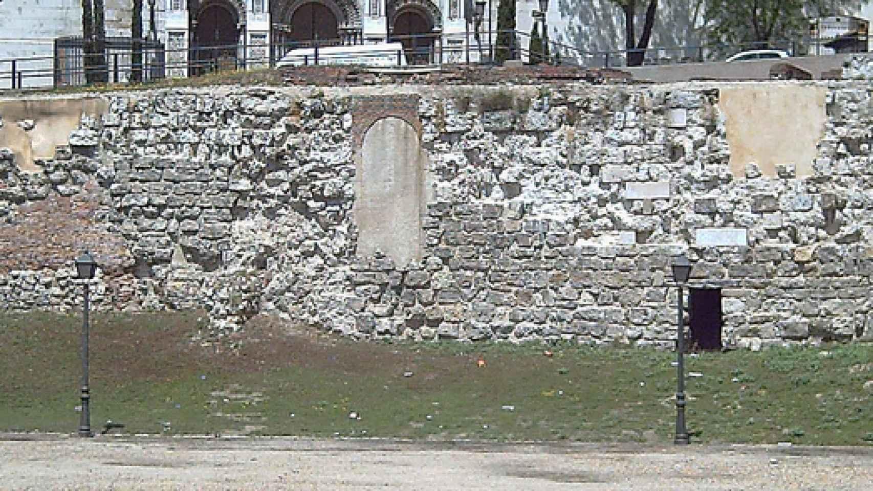 Estado de la muralla antes de la restauración.