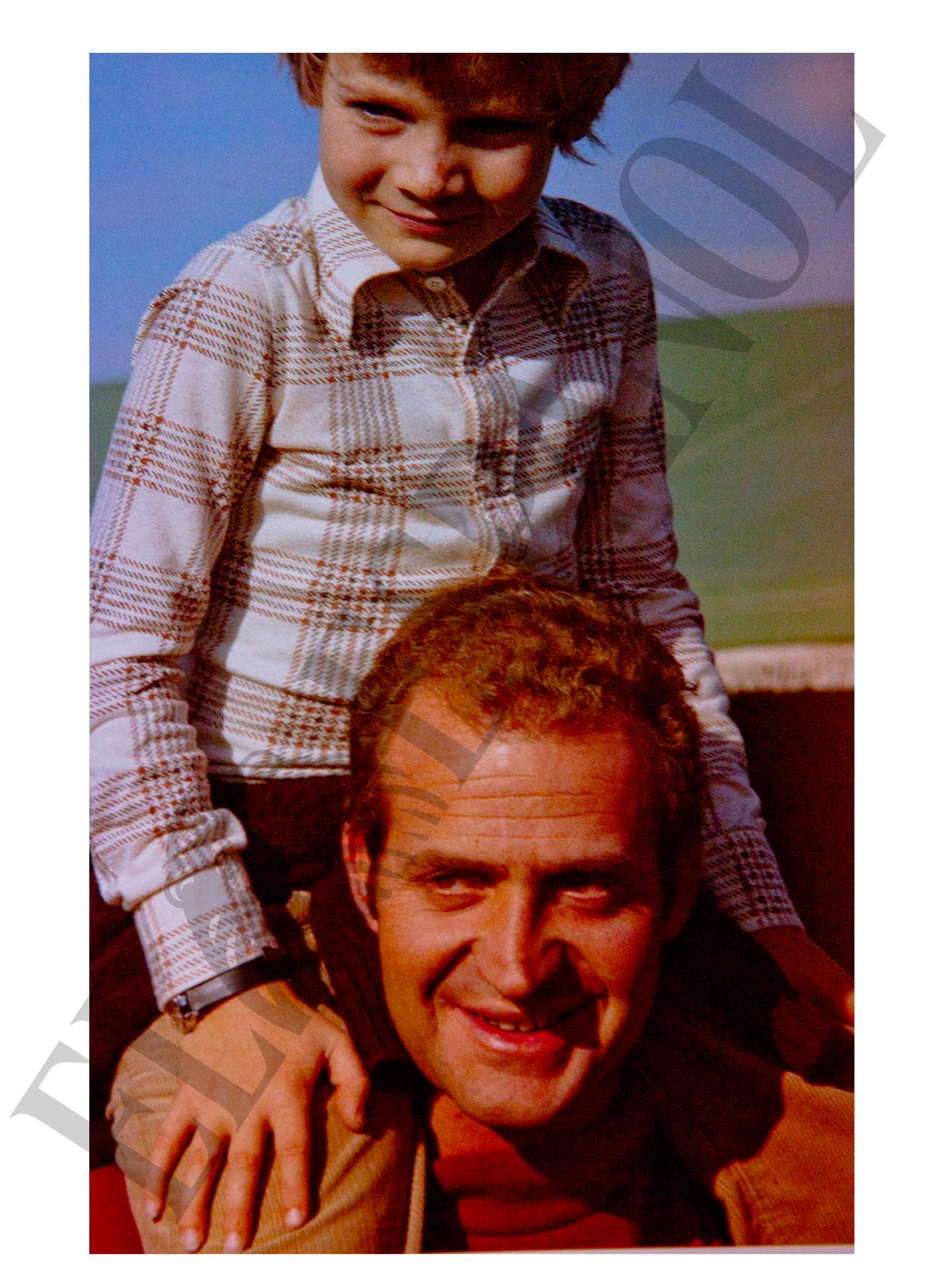 Esta foto del rey y del príncipe Felipe también estaban incluida en el libro de CSW.
