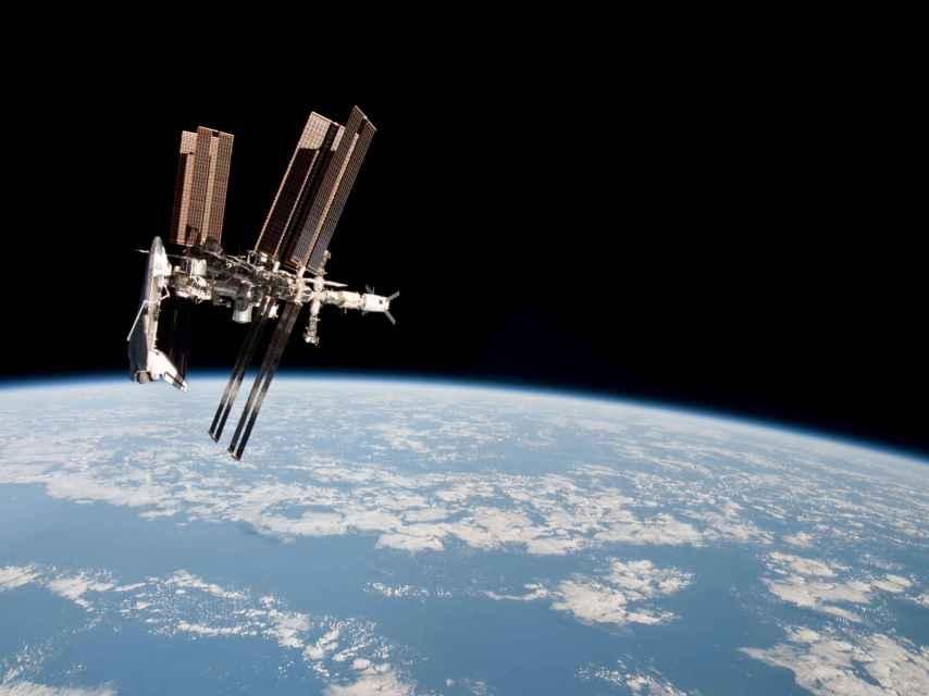 La lanzadera Endeavour atracada, el 27 de mayo de 2011.
