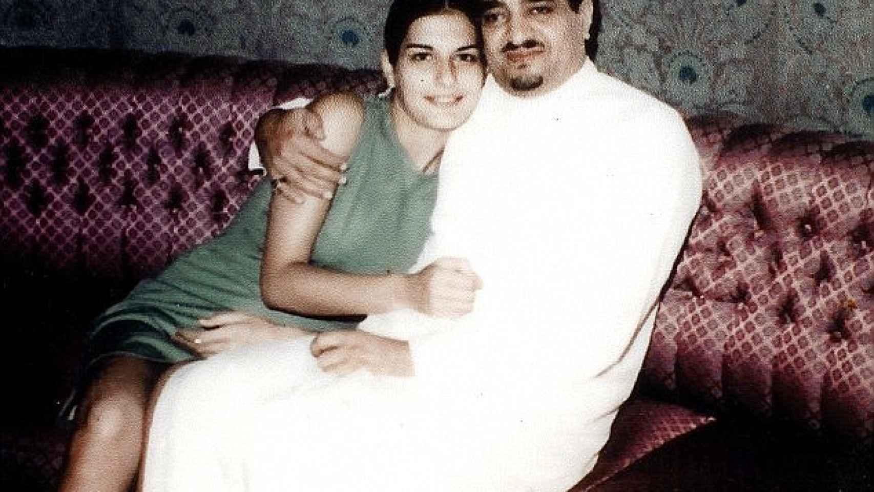El príncipe Fahd con su mujer secreta Janan en una imagen de 1970