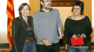 Carme Forcadell (i), junto a Antonio Baños (CUP), y la diputada Anna Gabriel, durante la ronda de contactos previa a la investidura.