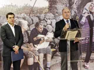 El primer ministro griego, Alexis Tsipras, y el comisario de Inmigración, Dimitris Avramopoulos, comparecen ante la prensa