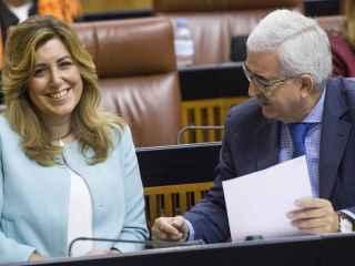La presidenta de la Junta de Andalucía y el vicepresidente durante el debate presupuestario.