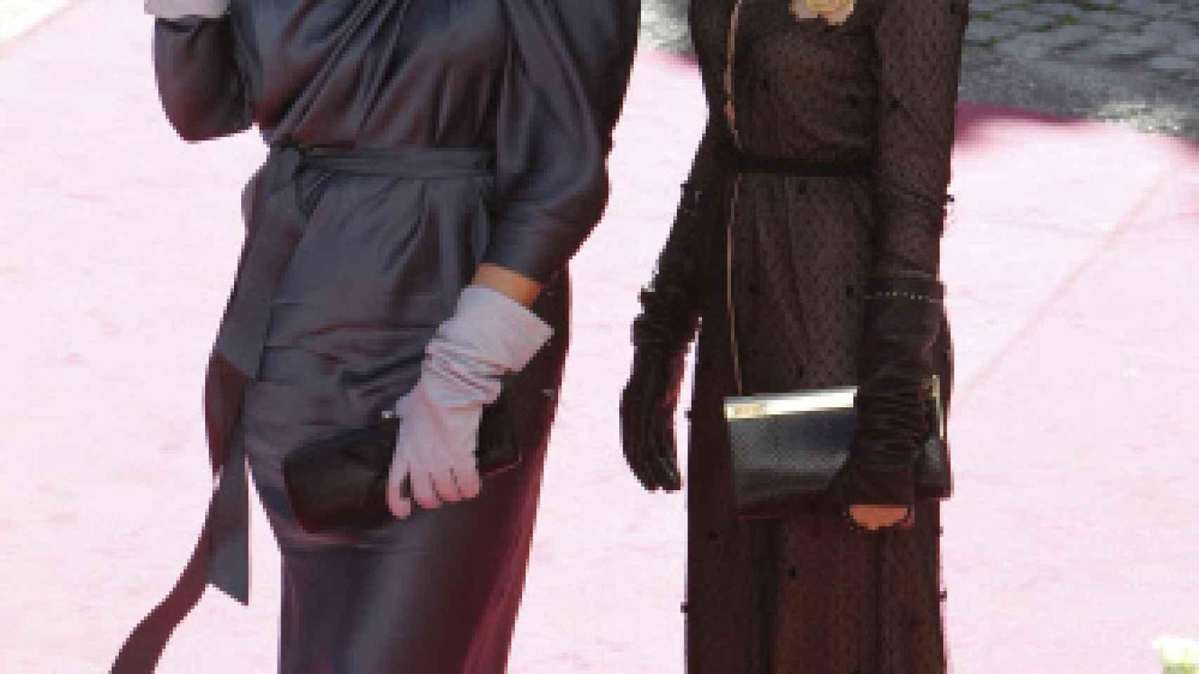 Vicky Martín Berrocal y su hermana, Rocío posan antes de la ceremonia