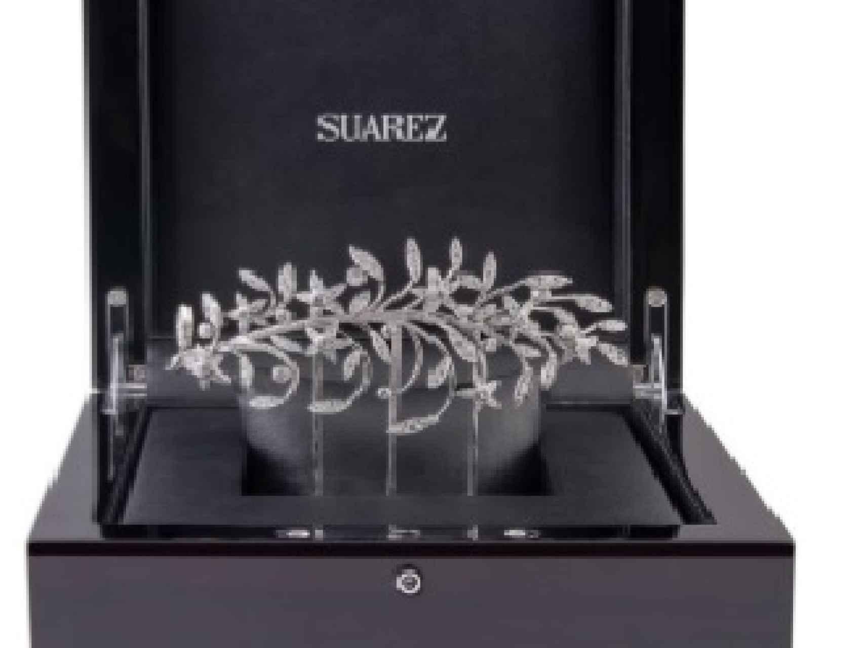 Broche de oro blanco con 254 diamantes de Suárez