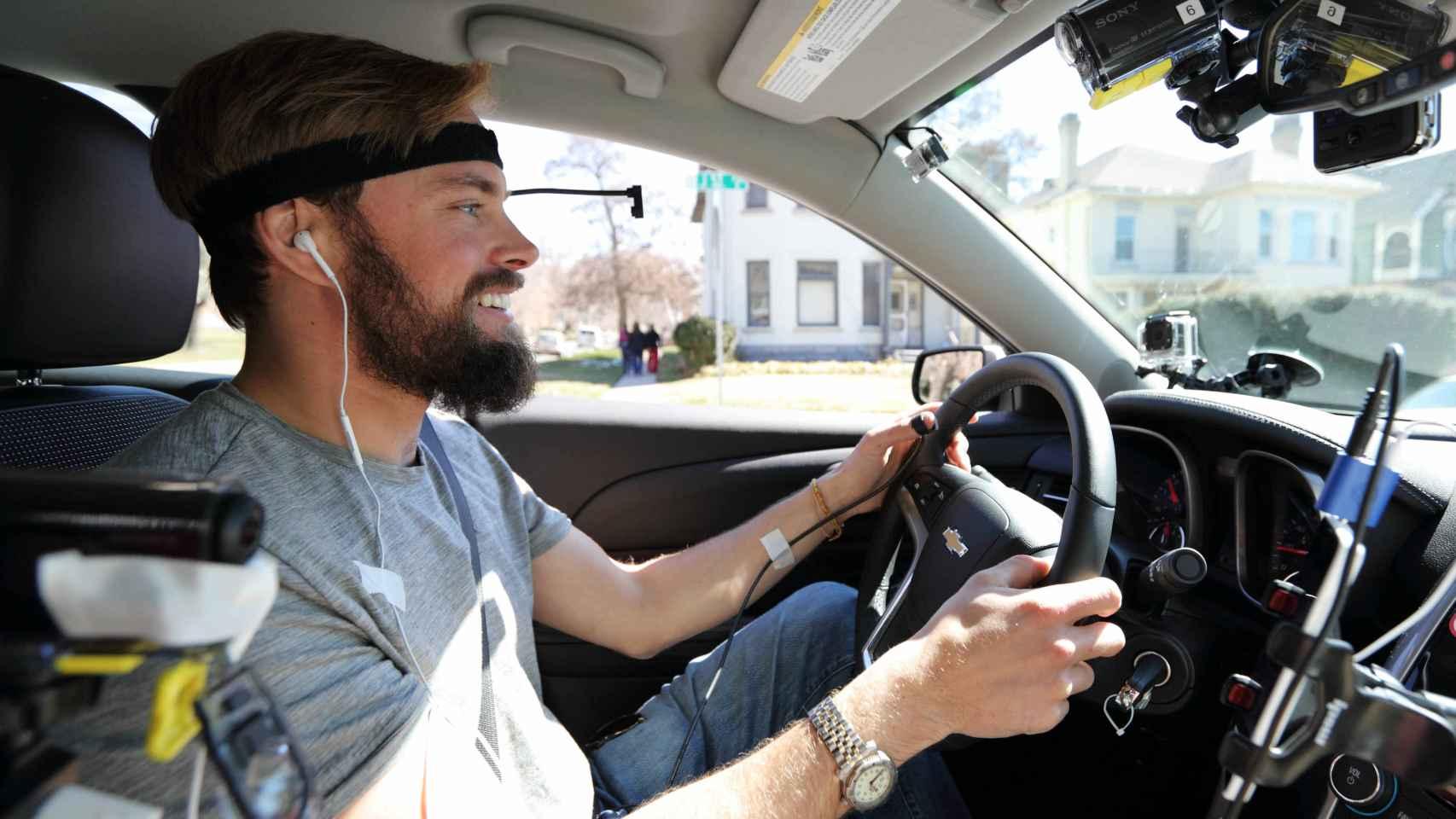 La confianza al volante hace que no nos demos cuenta de las distracciones.