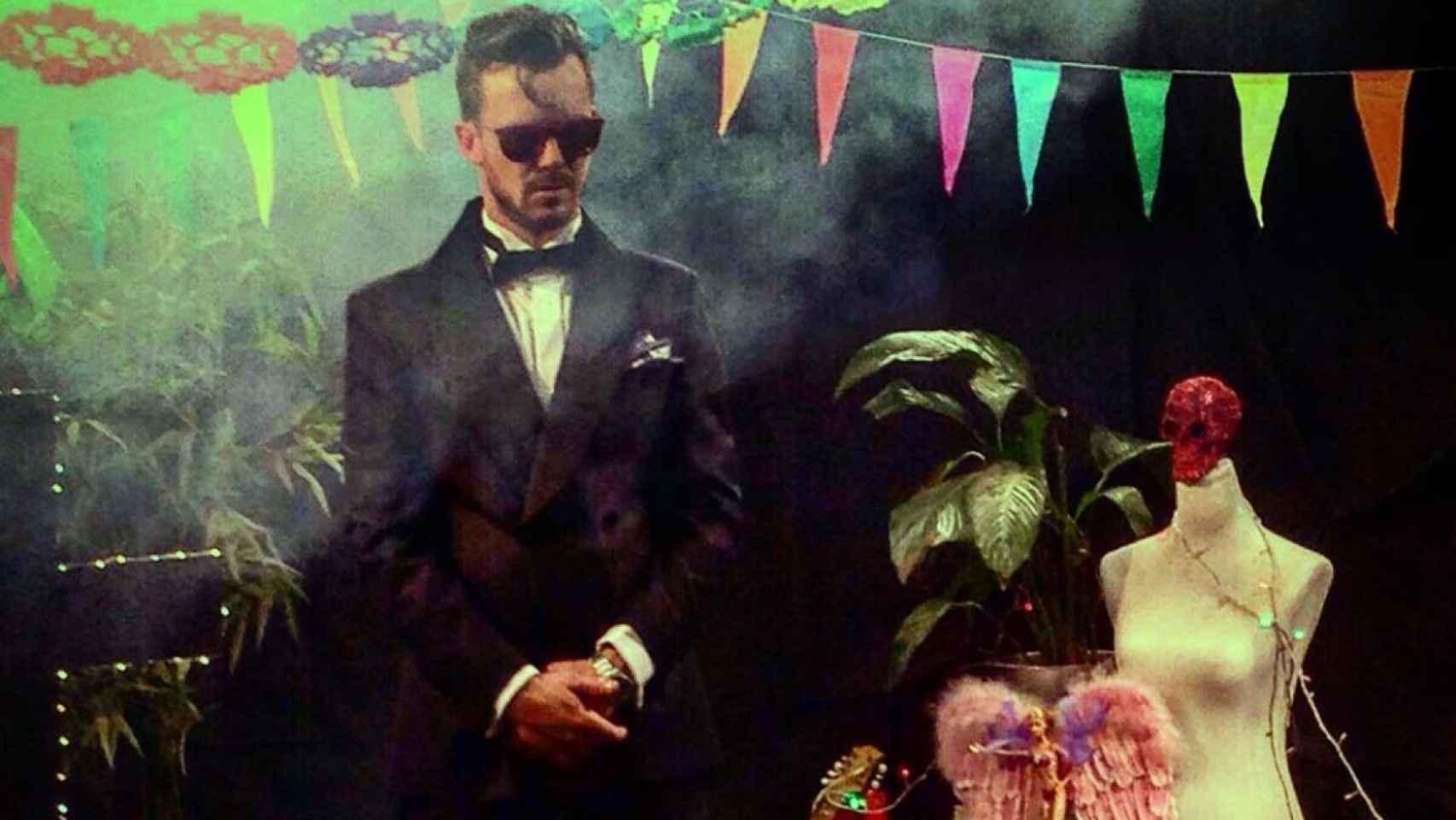 Aldo Comas en el videoclip 'For Us' de su grupo San León.