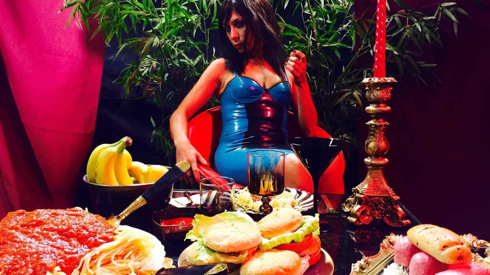 La actriz Eva Isanta en el rodaje de 'For Us', el nuevo videoclip de Aldo Comas.