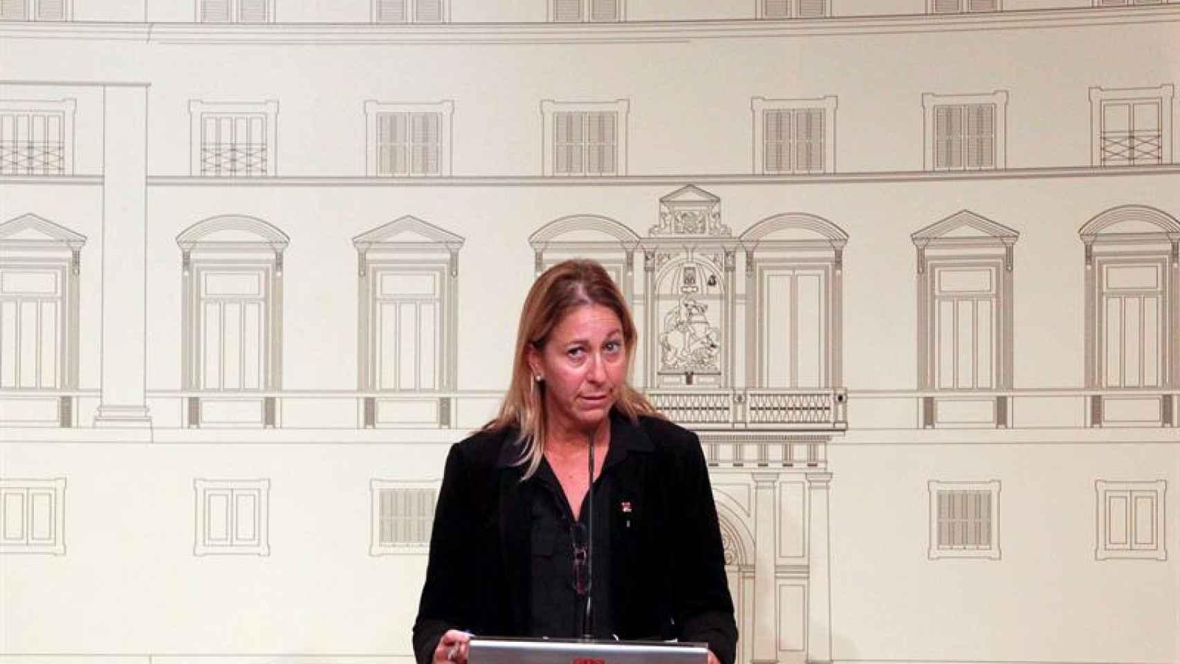 Neus Monté durante una rueda de prensa en la Generalitat