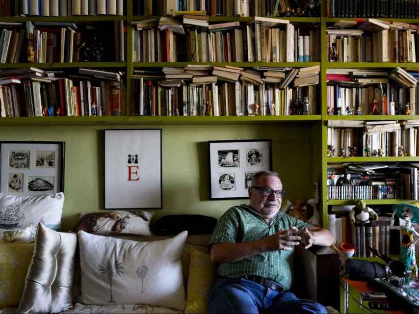 Fernando Savater siempre ha vivido rodeado de libros