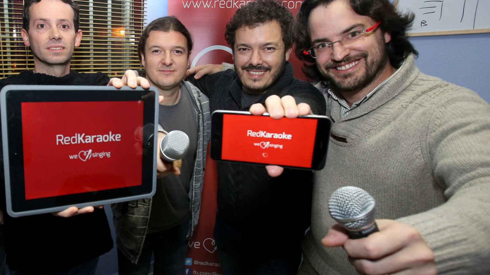 El equipo de Redkaraoke, en la sede de La Rioja.