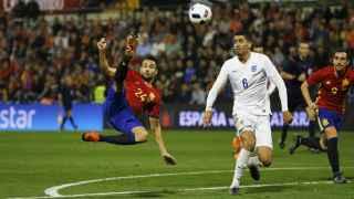 Mario salva a España del pozo de los amistosos