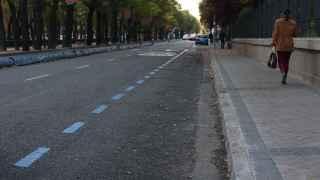 Atípico aspecto de la zona azul en el Paseo de la Castellana de Madrid a las 8.30 de la mañana