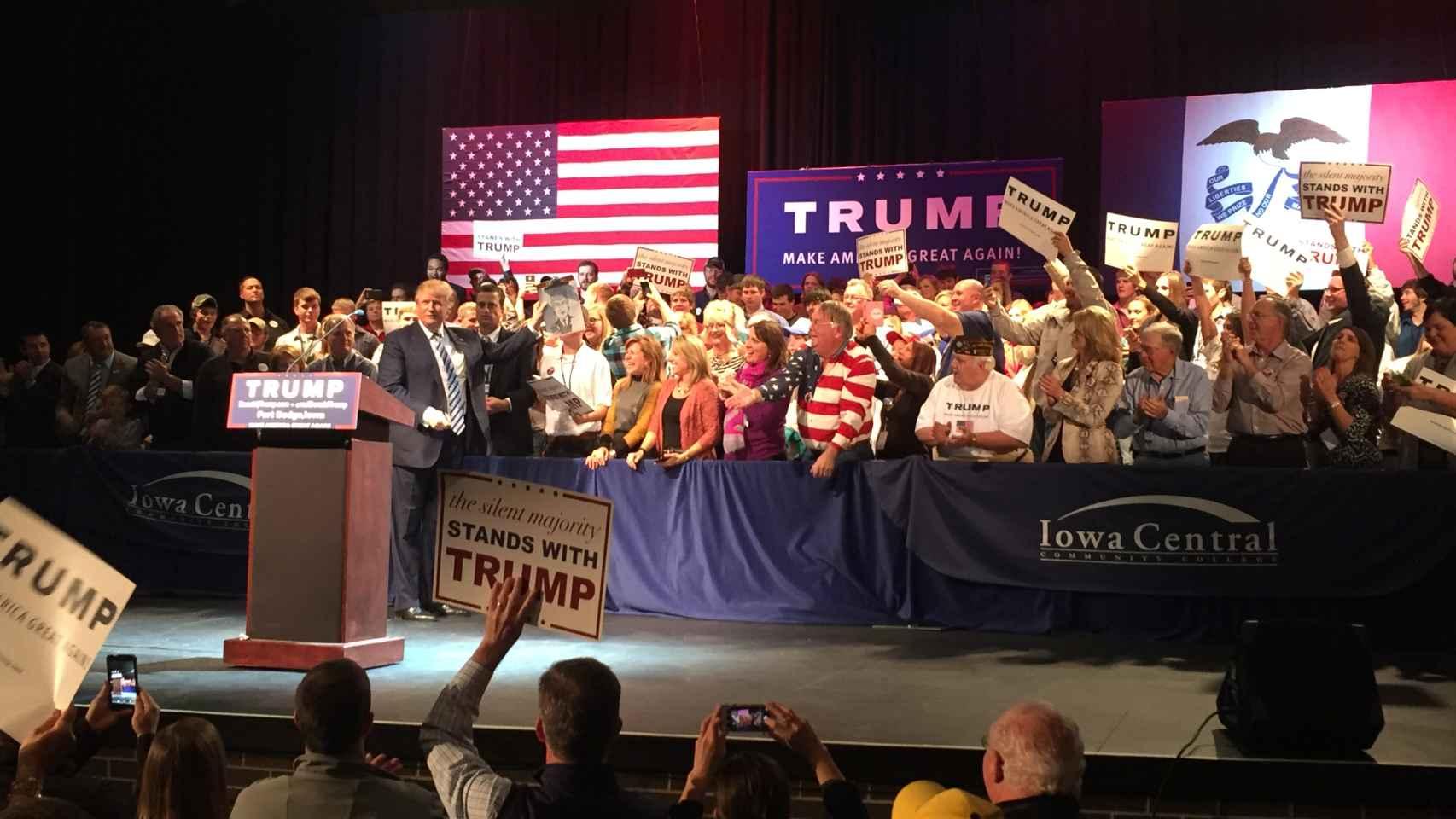 Trump, aclamado por sus seguidores en Iowa
