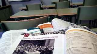 Varios libros de texto de Historia de España actuales.