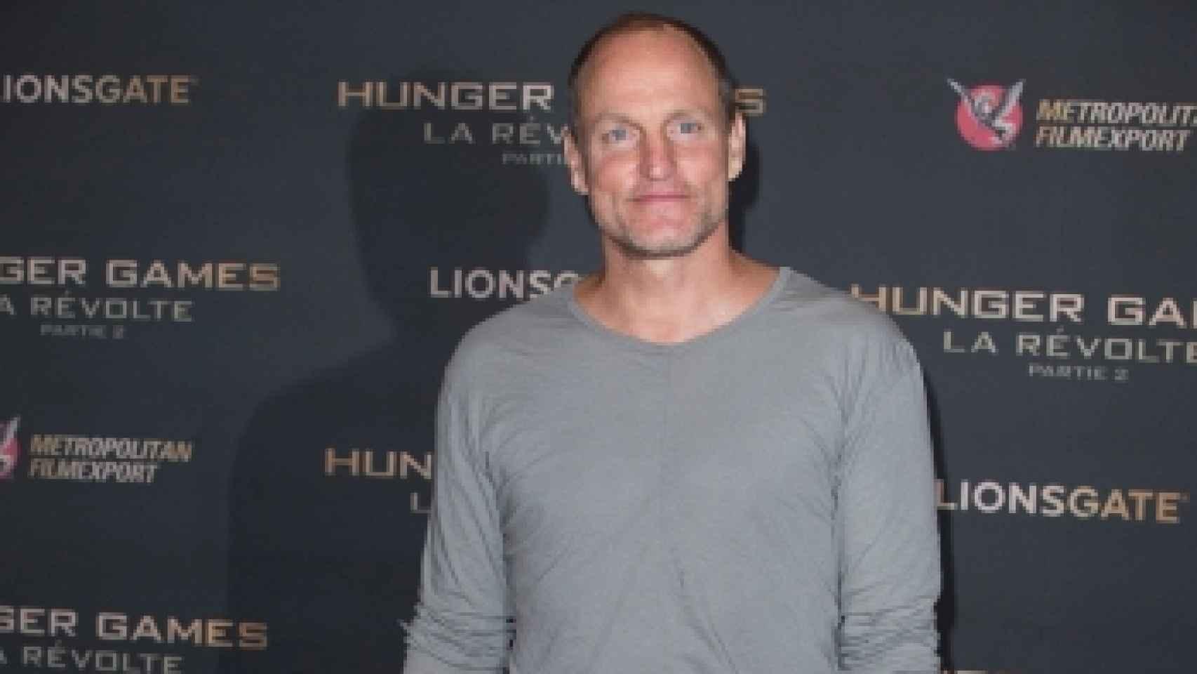 Woody Harrelson acudió en pijama a la presentación de Sinsajo Parte II