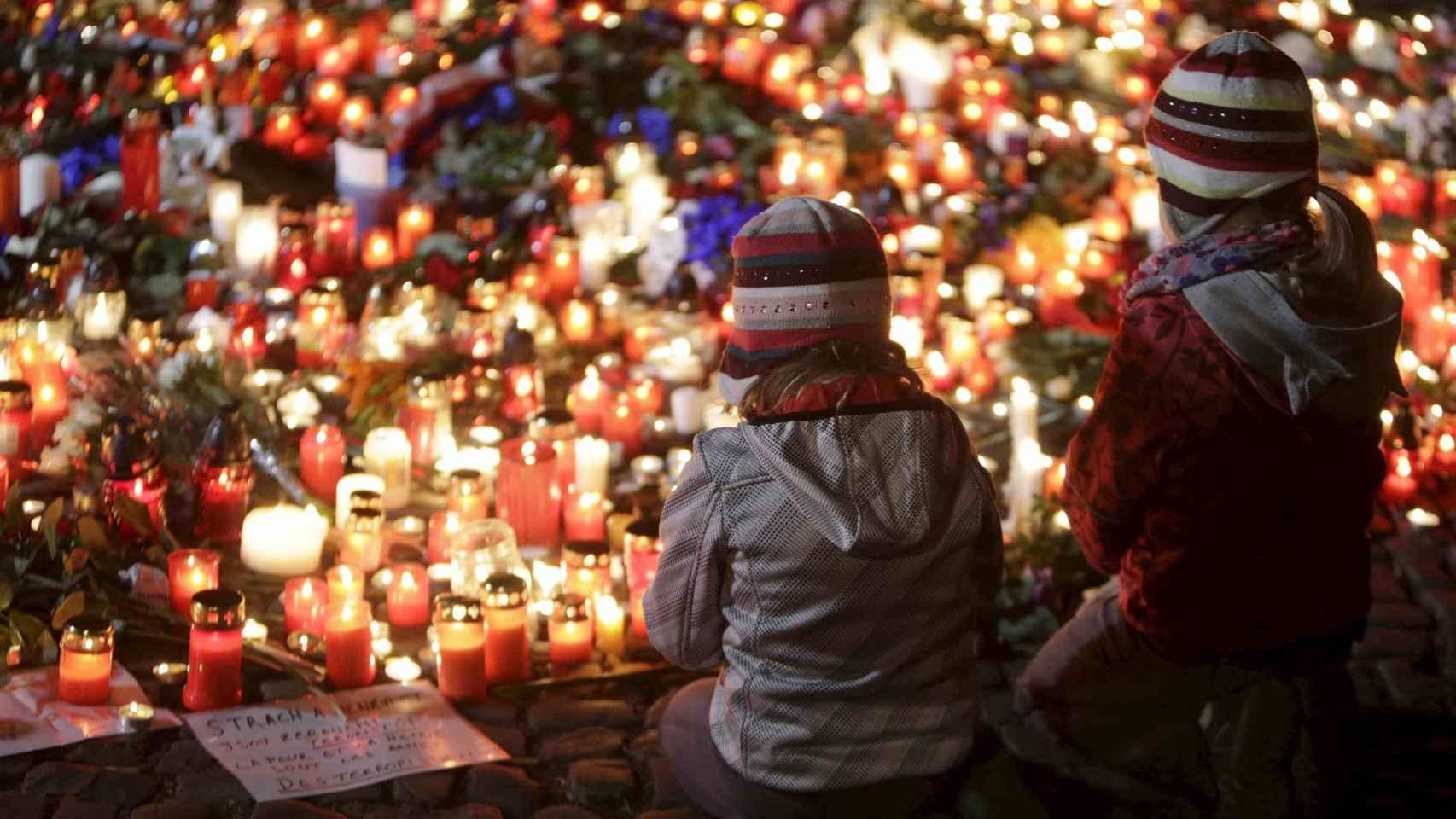 Los lugares de los atentados se han convertido en zonas de peregrinaje para recordar a las víctimas