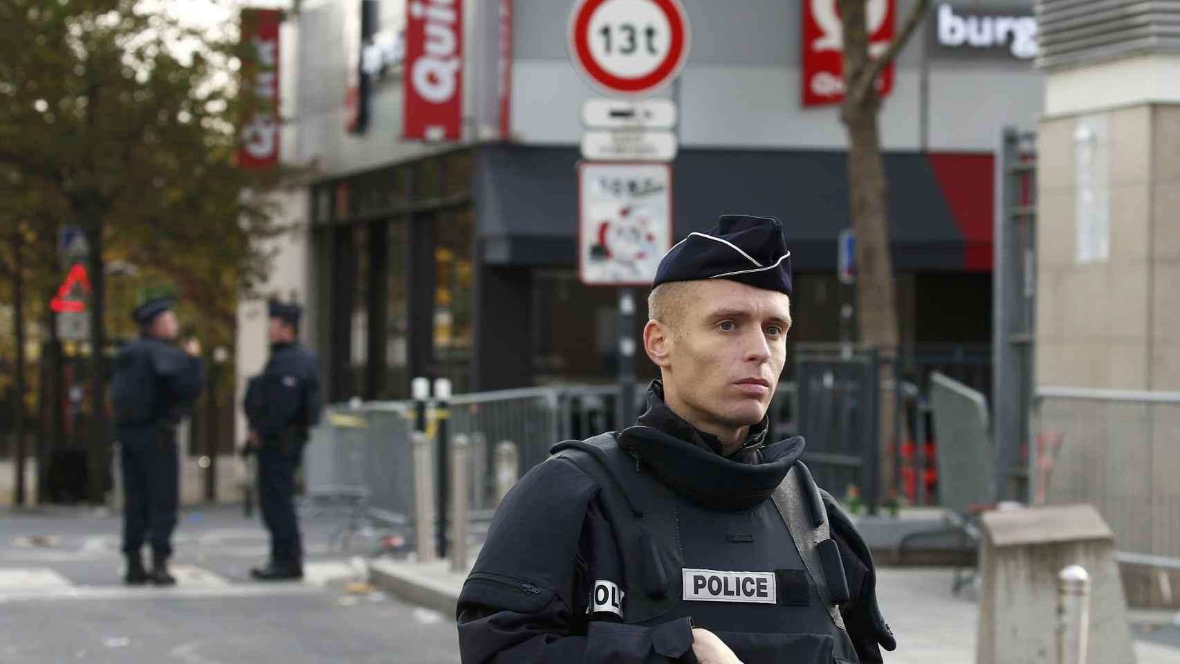 La policía vigila las calles de París.