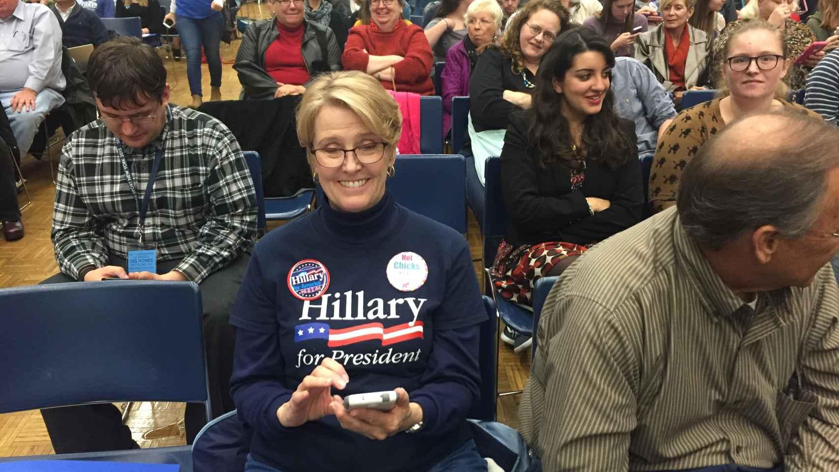 Seguidores de Hillary Clinton, durante el debate