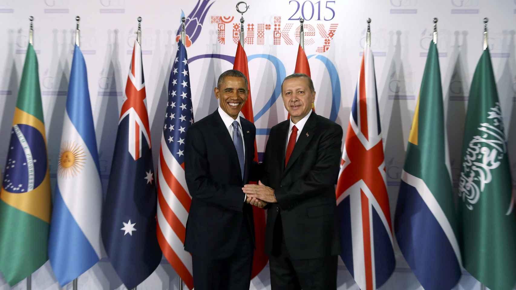 El presidente EEUU saluda a su homólogo turco.