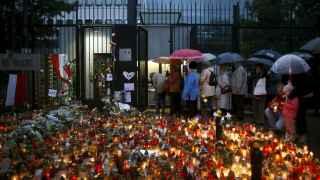 Colas para dar las condolencias en París. / Reuters
