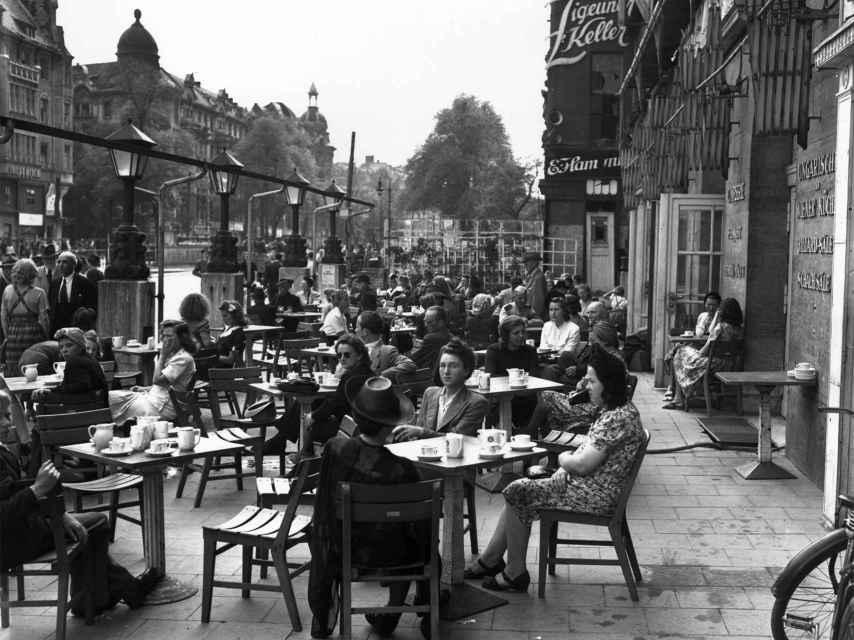 Un café de Berlín, en julio de 1945.