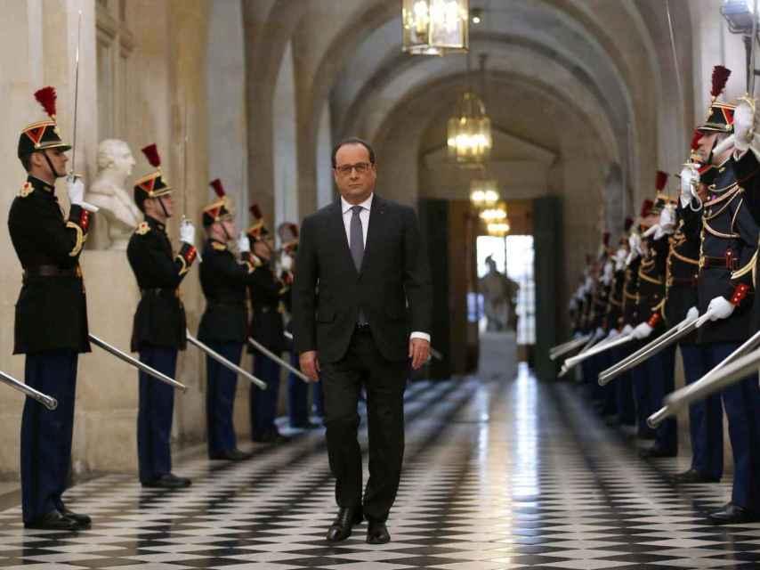 Hollande, antes de dirigirse a las cámaras en Versalles.