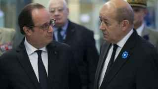 El presidente francés, François Hollande, y el ministro de Defensa Jean-Yves Le Drian