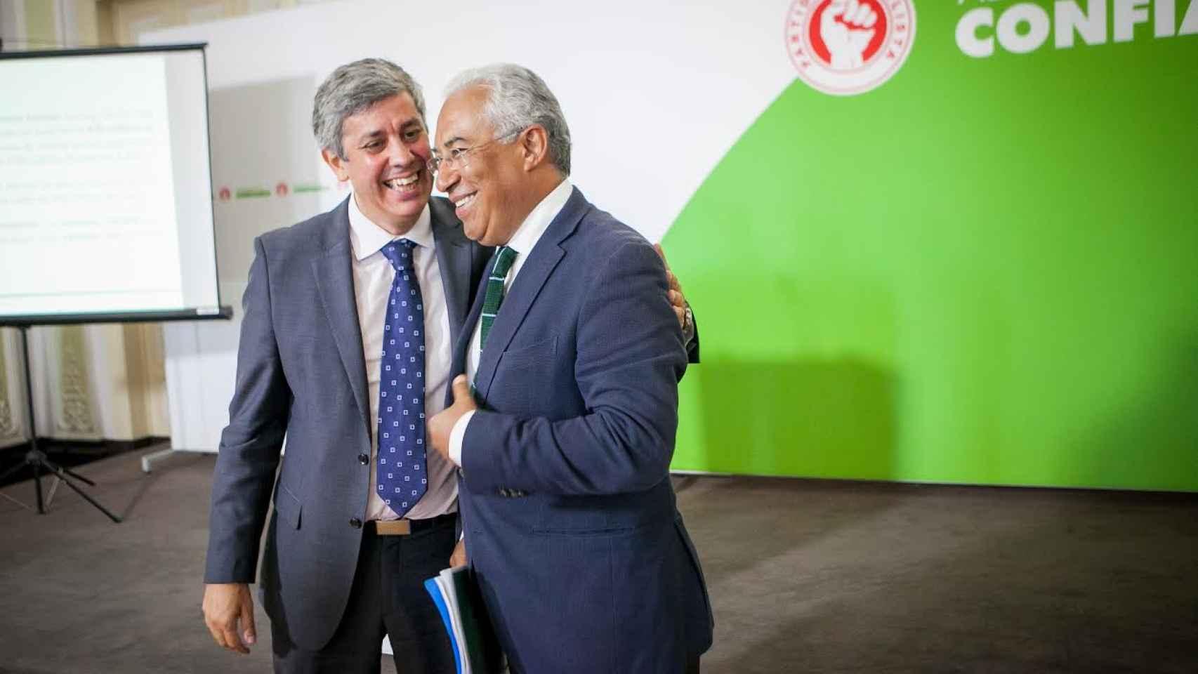 A la izquierda, Mário Centeno, junto al secretario general del PS, António Costa