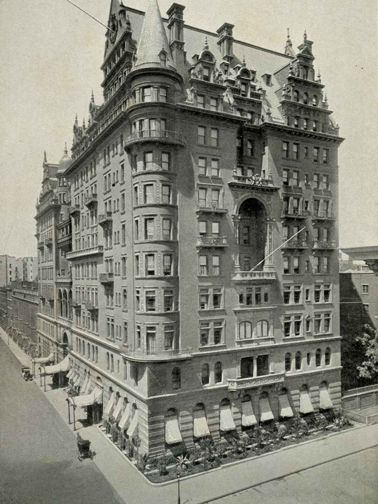 El hotel Waldorf (1893) germen de lo que cuatro años después sería el primer Waldorf-Astoria.