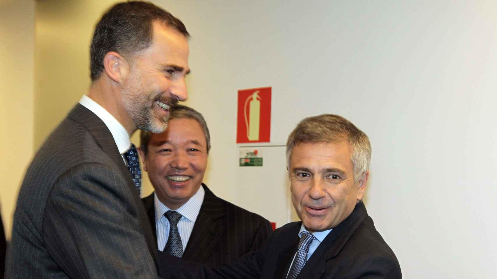 Felipe VI saluda a Juan Antonio Samaranch, presidente de la Fundación Samaranch
