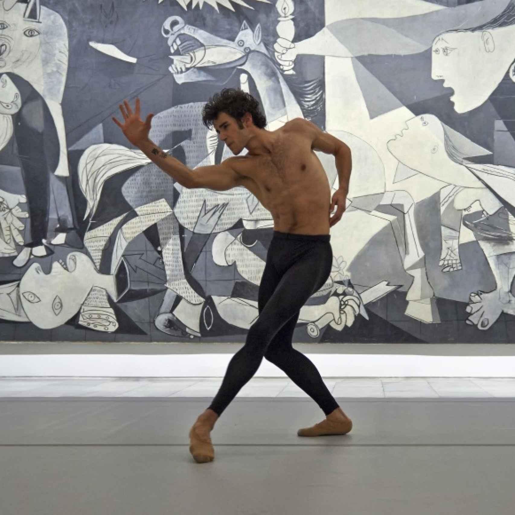 El Guernica sirvió de escenario a Josué Ullate para interpretar Quiebro.