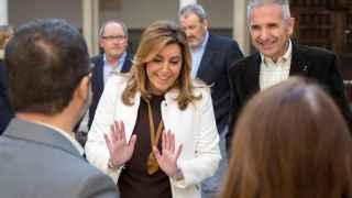 Susana Díaz, este jueves en los pasillos del parlamento andaluz.