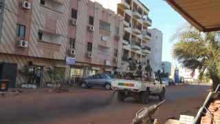Calle de Bamako, ayer durante el asalto