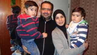 Shadi, su esposa y sus hijos.
