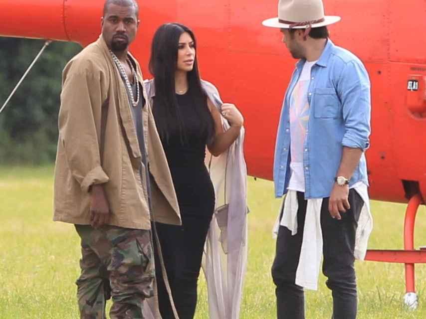 Kim Kardashian y Kanye West llegan a Glastonbury en helicóptero