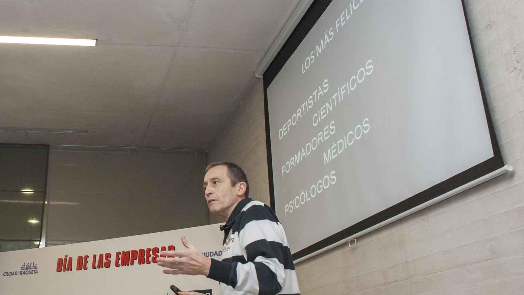 José Luis Llorente durante su conferencia sobre motivación en el liderazgo del futuro.