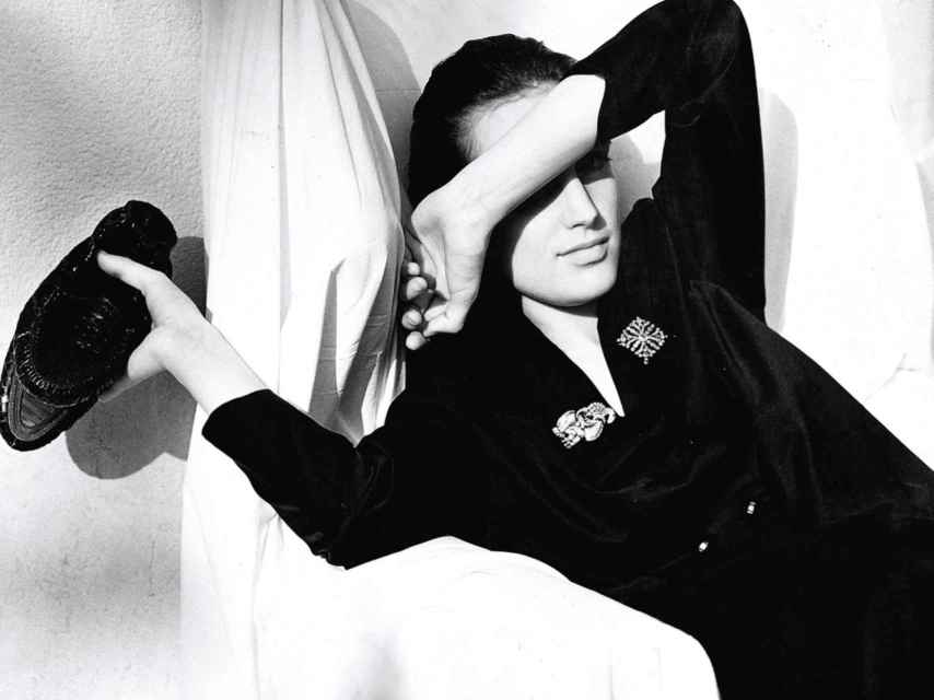 Amira Casar fotografiada por Albert Watson para la colección de 1987. Prada