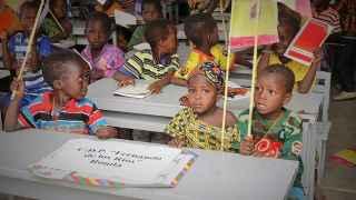 Alumnos de la escuela de Chetou, el día de su inauguración.
