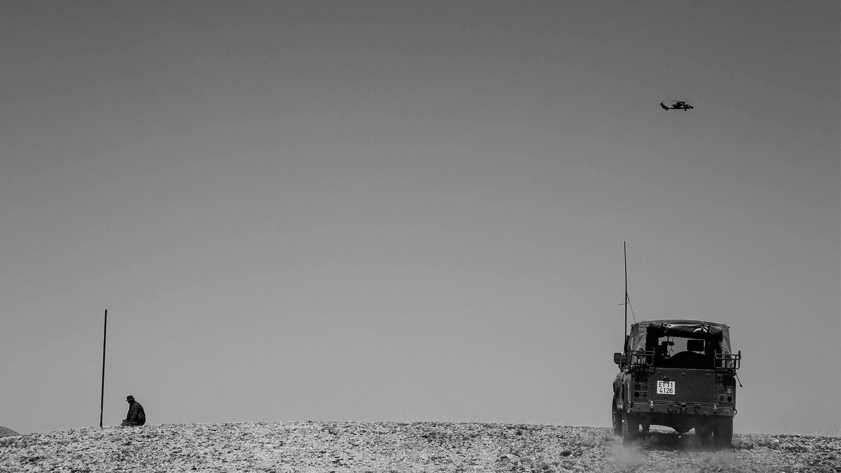Maniobra de coordinación con un helicóptero Tigre para fijar objetivos en tierra.