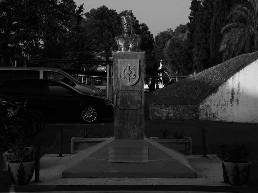 Monumento al legionario  Maderal Oleaga, caído en combate en el Aiún en el 58.