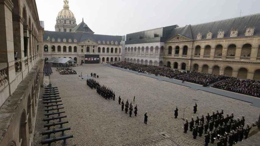 Los Inválidos ha sido el escenario de la ceremonia solemne por los muertos.