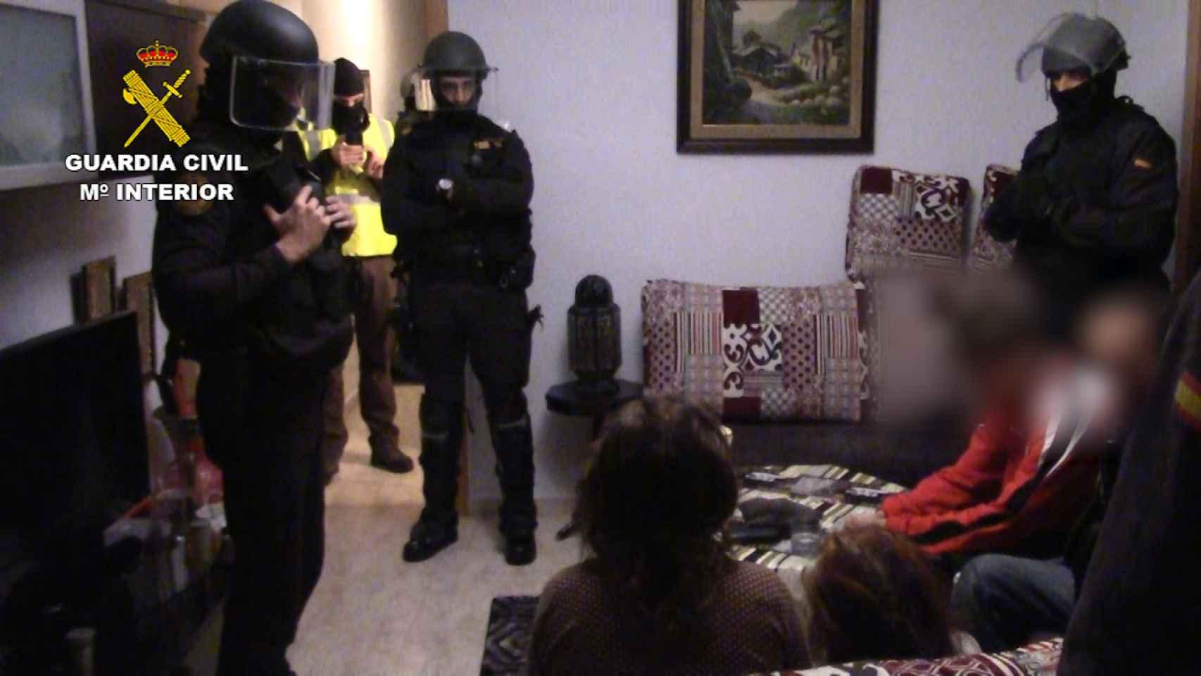 Intervención de las fuerzas de seguridad en la vivienda de los miembros de los yihadistas