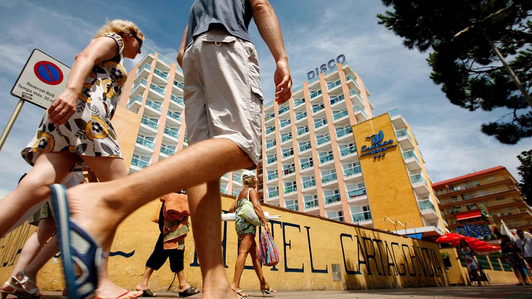 El turismo atrae más de 64 millones de turistas a España.