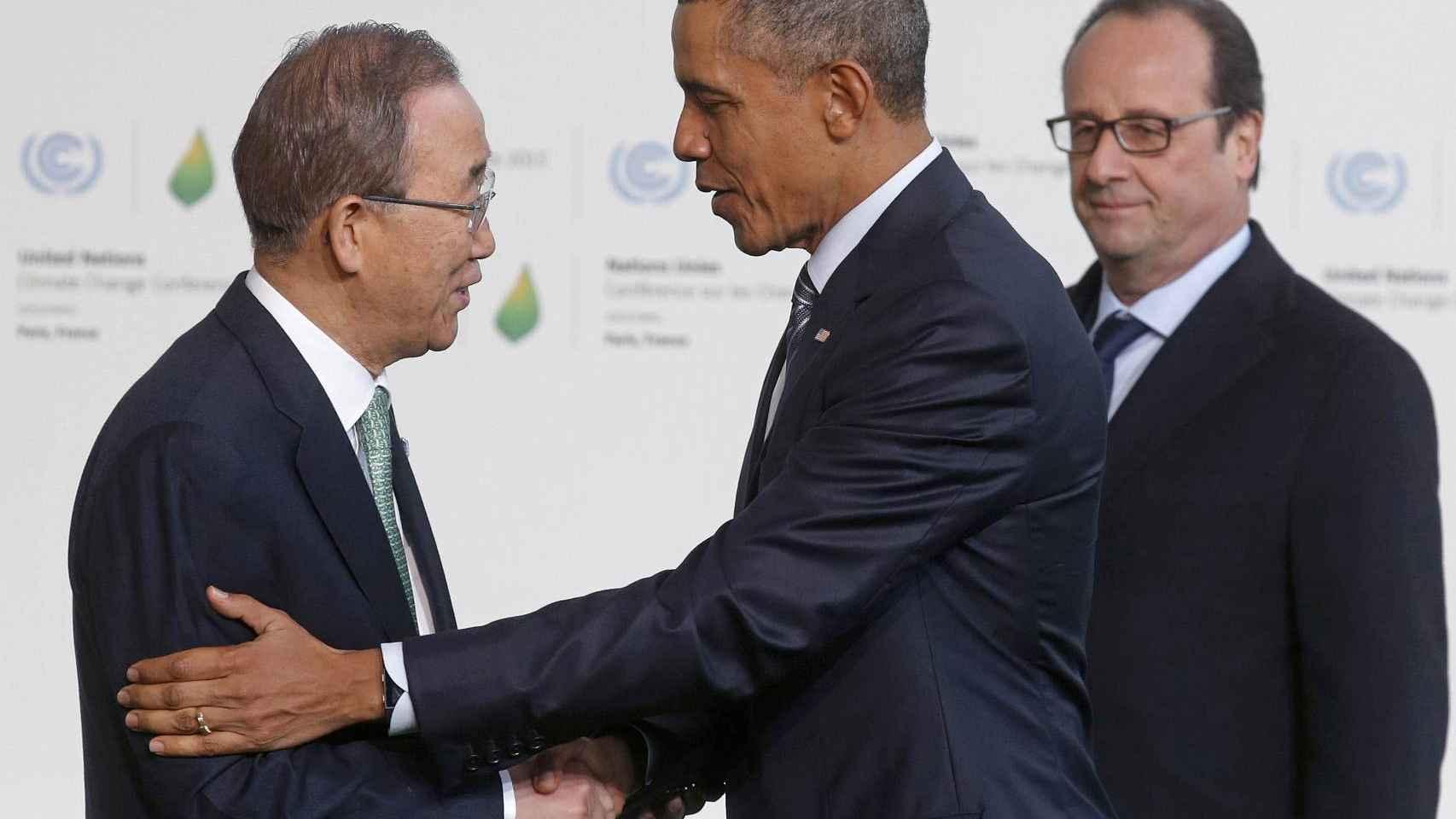 Ban-Ki-moon y Obama se saludan en presencia de François Hollande