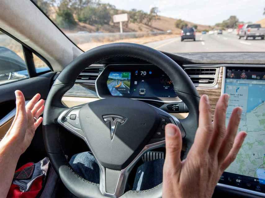 El coche Tesla con piloto automático.