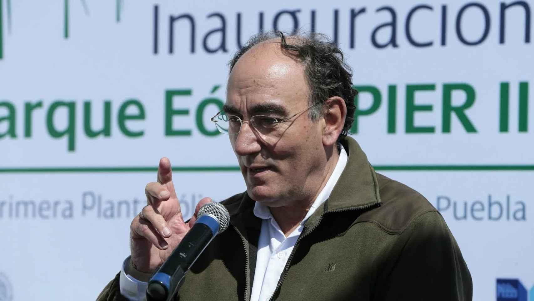 El presidente de Iberdrola, Ignacio Sánchez Galán, en un parque eólico mexicano.